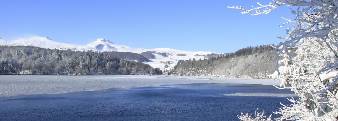 Le lac Pavin en hiver