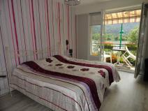 chambre PMR lit de 180,grand balcon vues sur lac