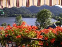 chambre balcon vue sur lac