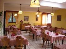 La salle de restaurant et sa cuisine terroir